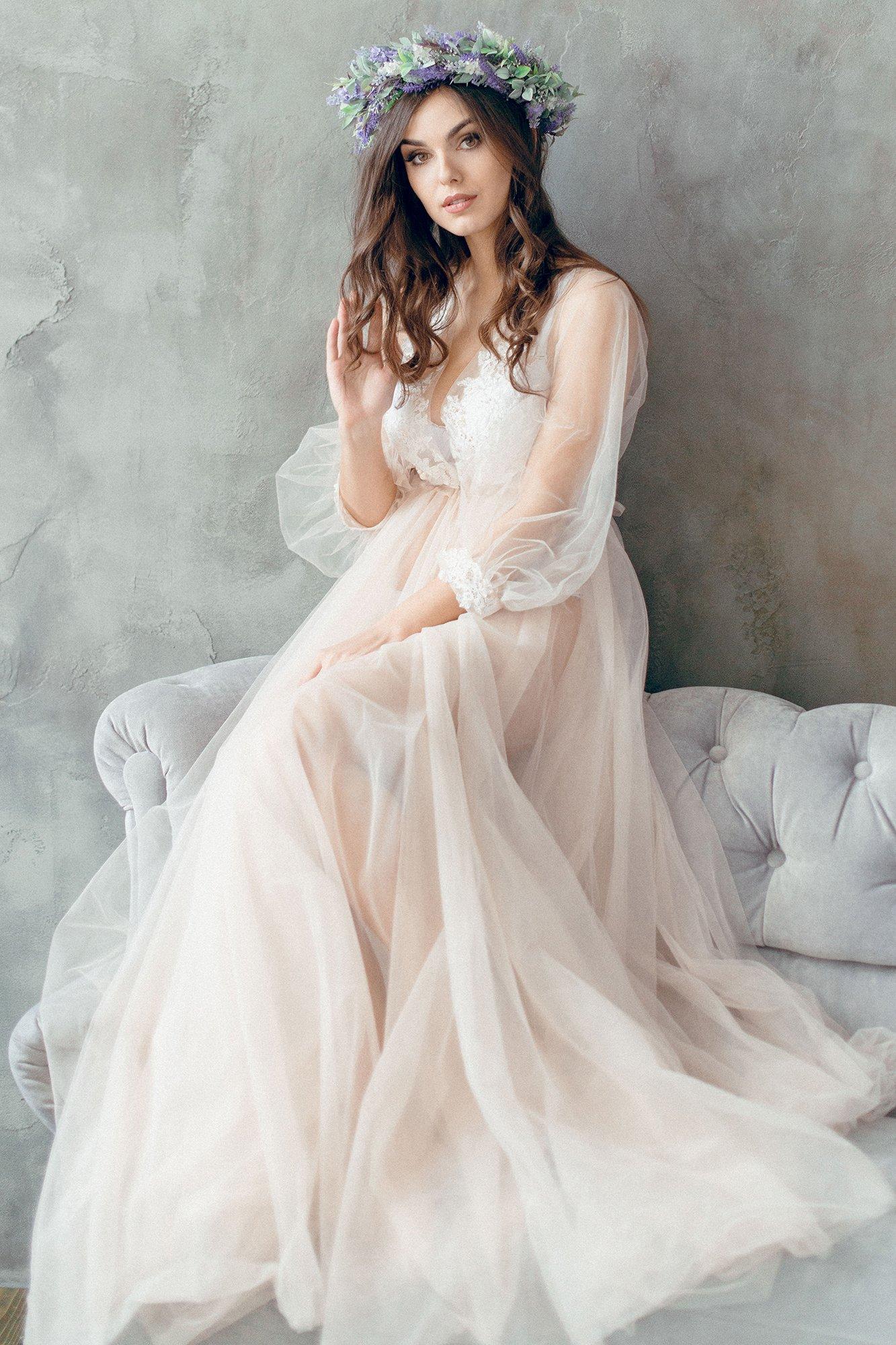 Hochzeitskleid mit Blumenkranz