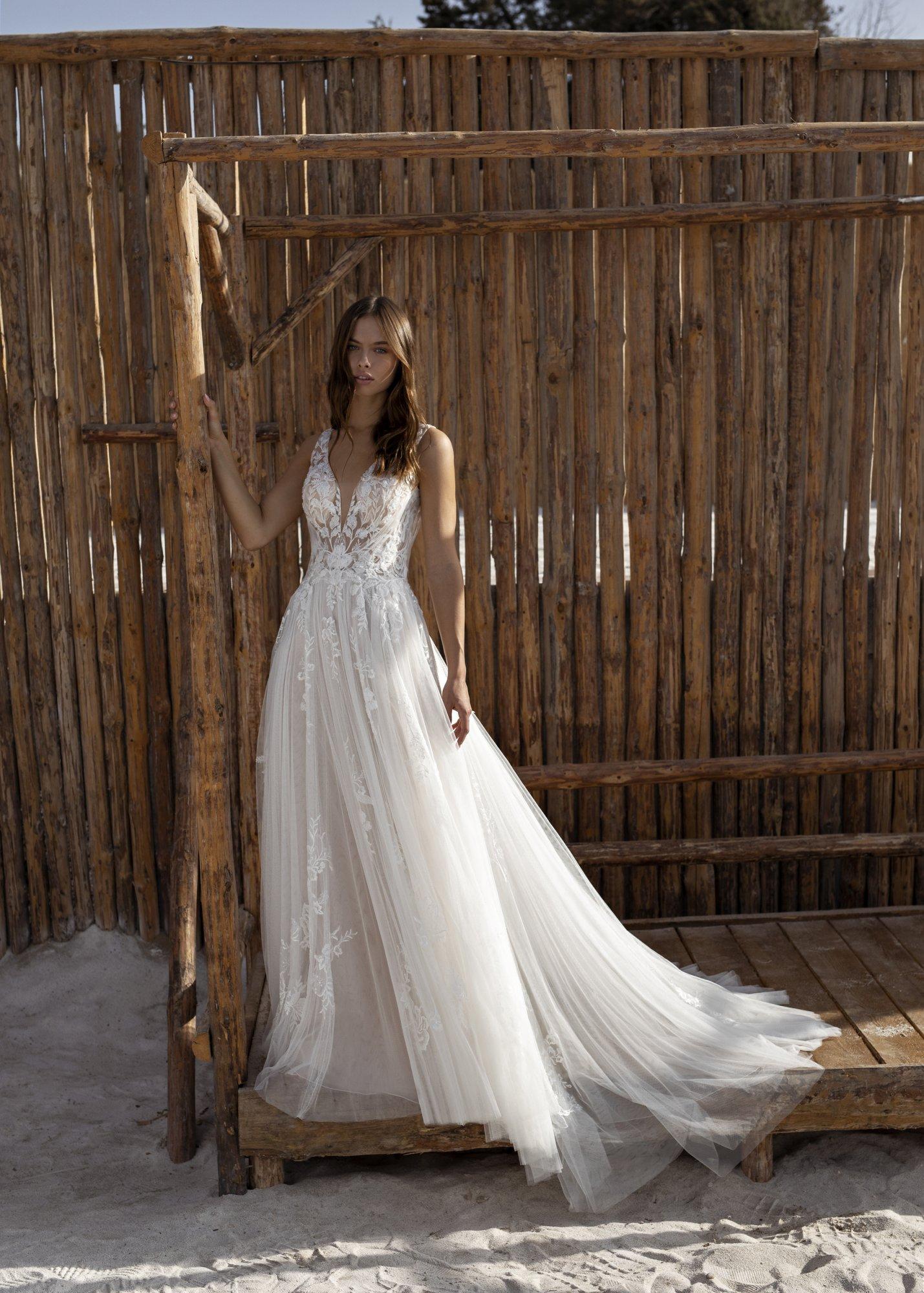 Brautkleid mit Federn
